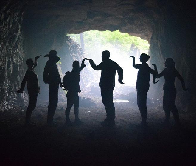 Khám phá hang động Quảng Bình